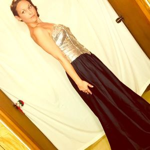 CLASSIC RETRO FORMAL STRAPLESS SEQUIN GOWN